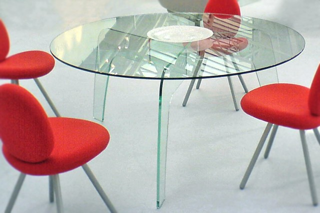 Disc all-glass dining table at House & Garden 2007 Olympia