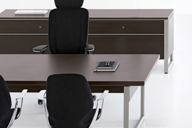 Kinnarps Deciso executive furniture range