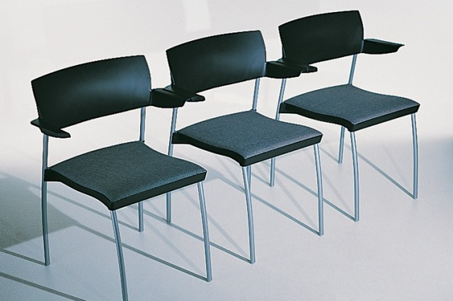 Kinnarps SquareOne chairs connected in a row