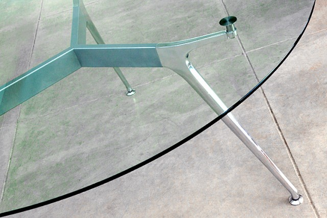Omega table circular glass